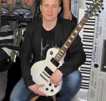 04.04.2015, п.Урдома. Павел Картошкин, ритм гитара, вокал.
