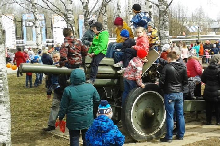 09.05.2017, п.Урдома, Парк Победы. Пушки в мирных целях.
