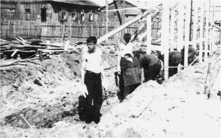 1) 1965-68. УСШ. Строительство школьных мастерских, столовой, клуба. Были вырыты глубокие траншеи под фундамент.