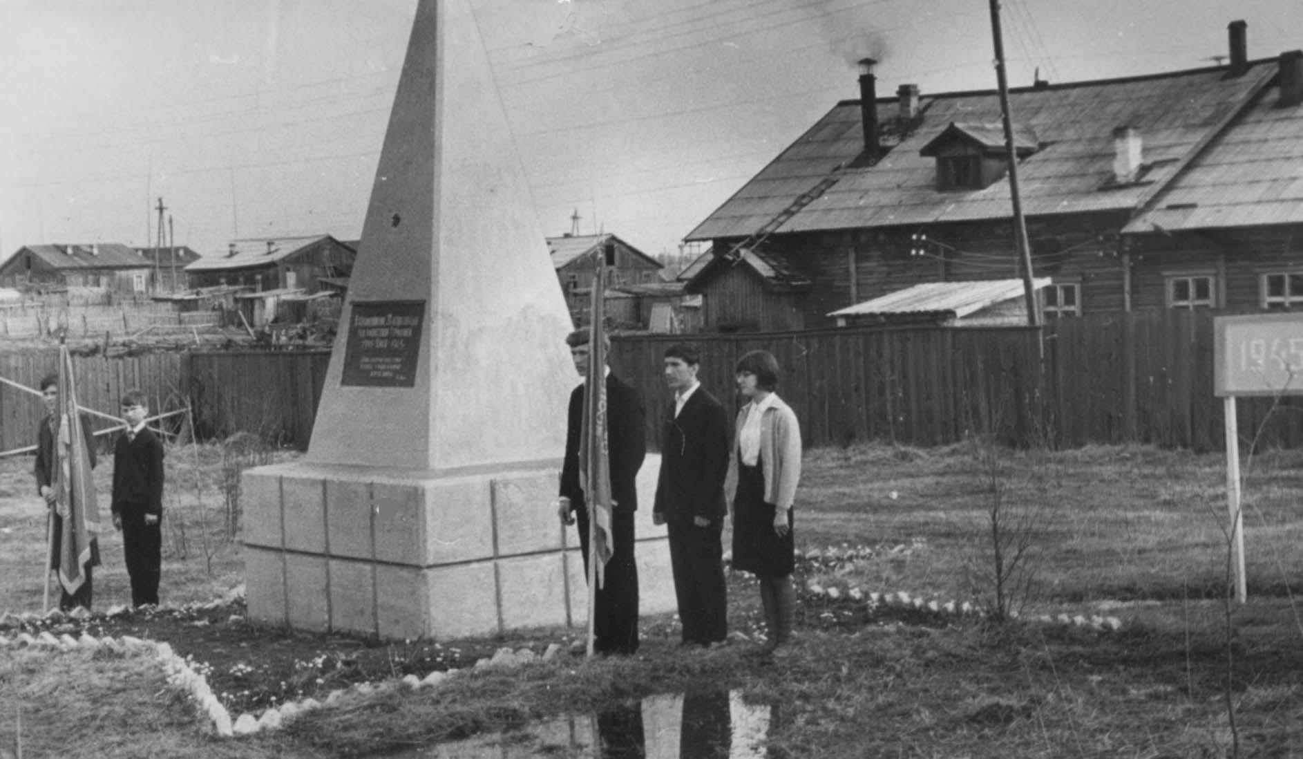 10. 9 мая 1965-70 почетный караул у Обелиска Победы