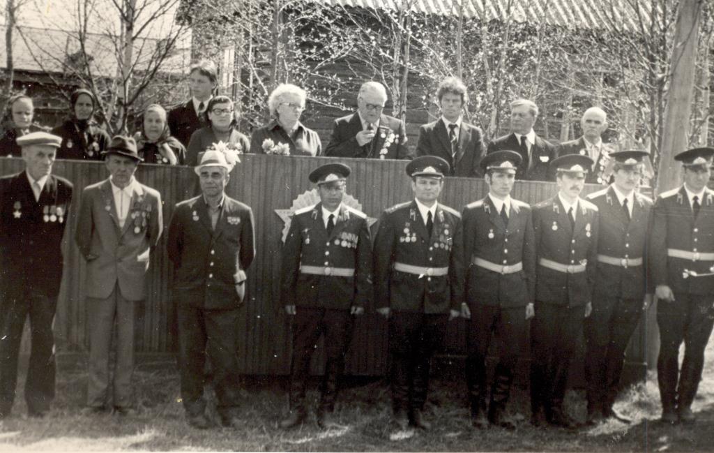 12. 9 мая 1970-80 у Обелиска Победы