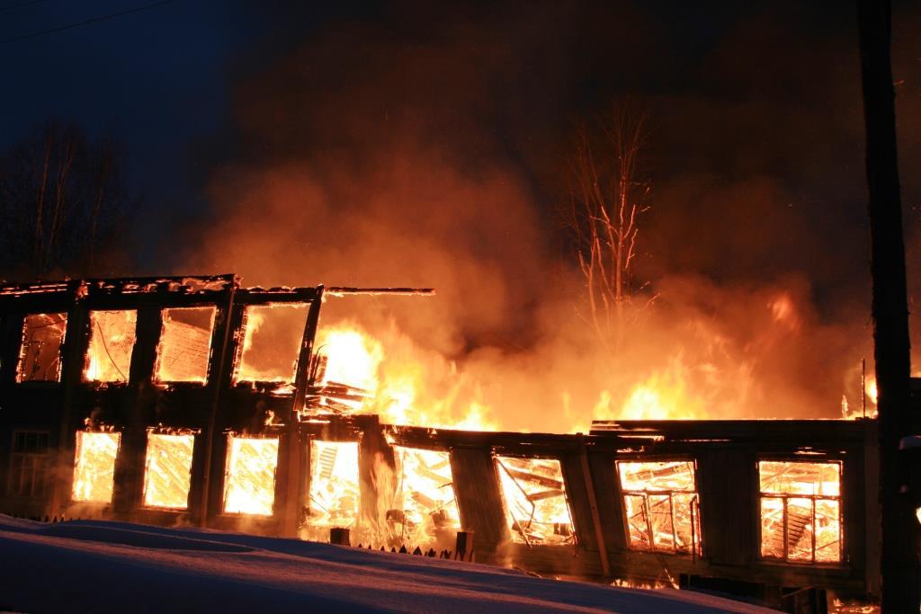 13.12.2007. Пожар в УСШ (81) Автор Викторов Н.А.