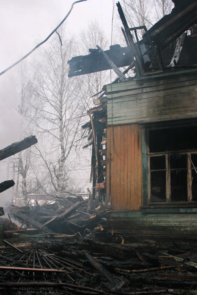 14.12.2007. Пожар в УСШ. Половина здания. (93) Автор Викторов Н.А.
