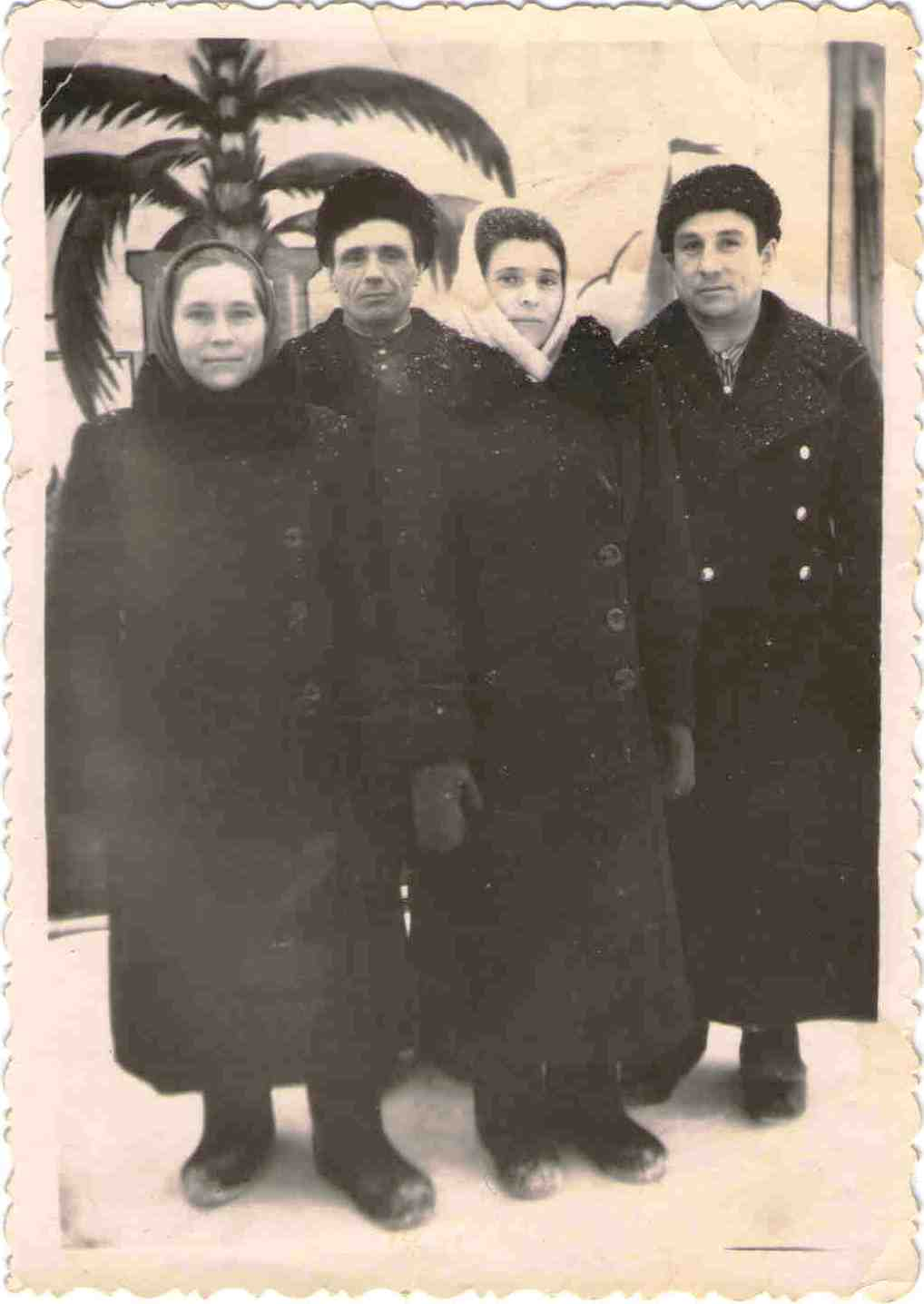 143. Слева - супруги Барыкины Петр Петрович и Мария Григорьевна.