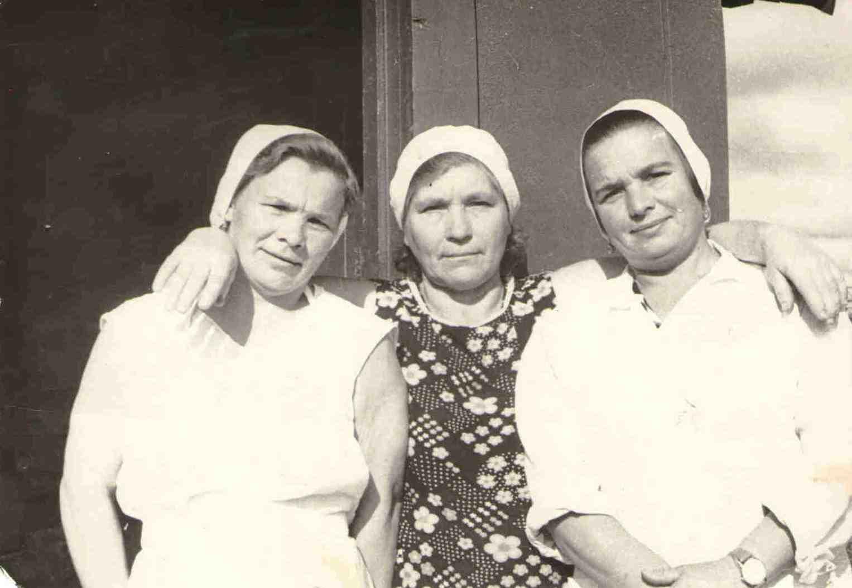 150. Пекарь Барыкина М.Г. в центре.