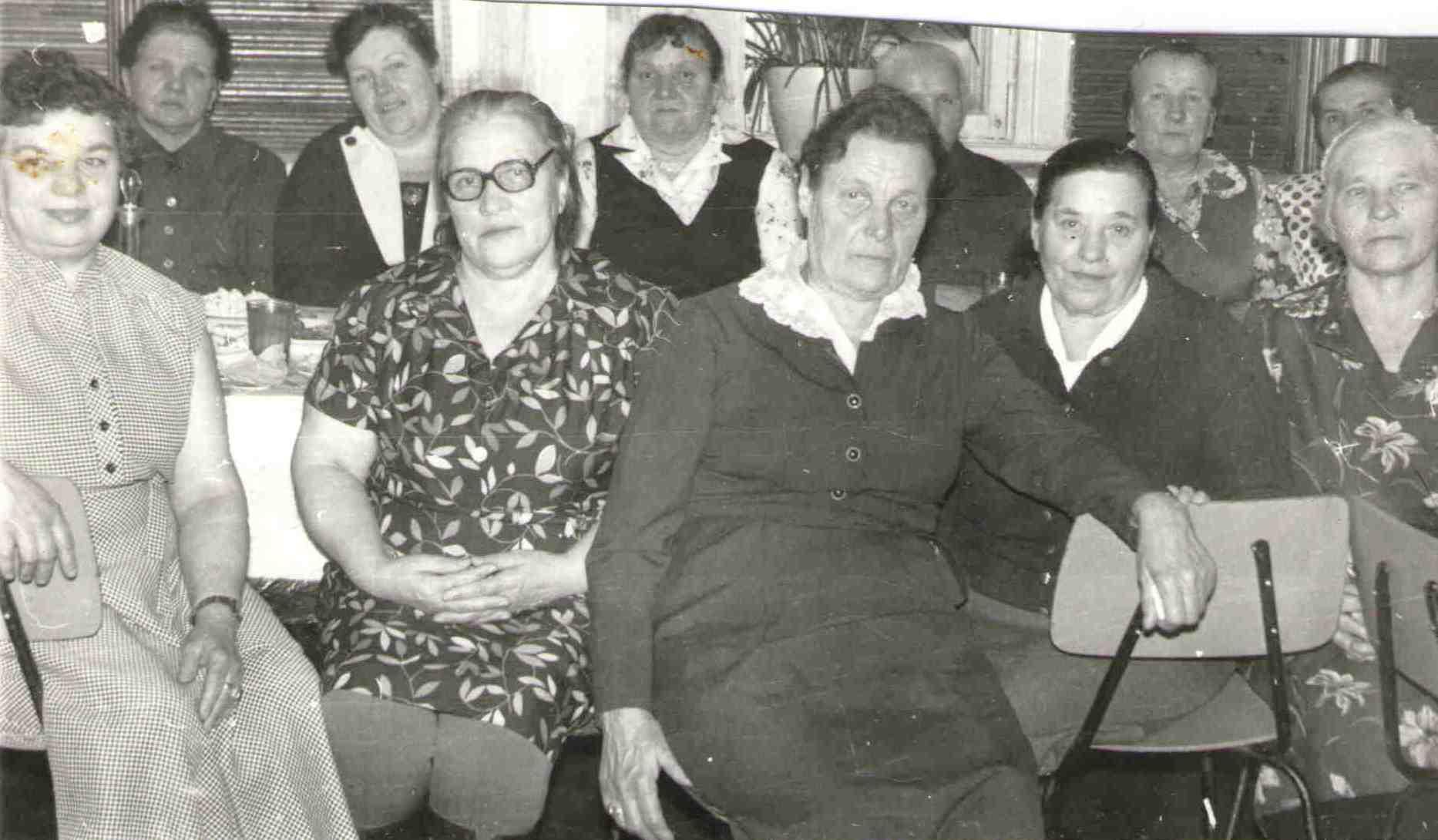 159. Барыкина М.Г. (справа)