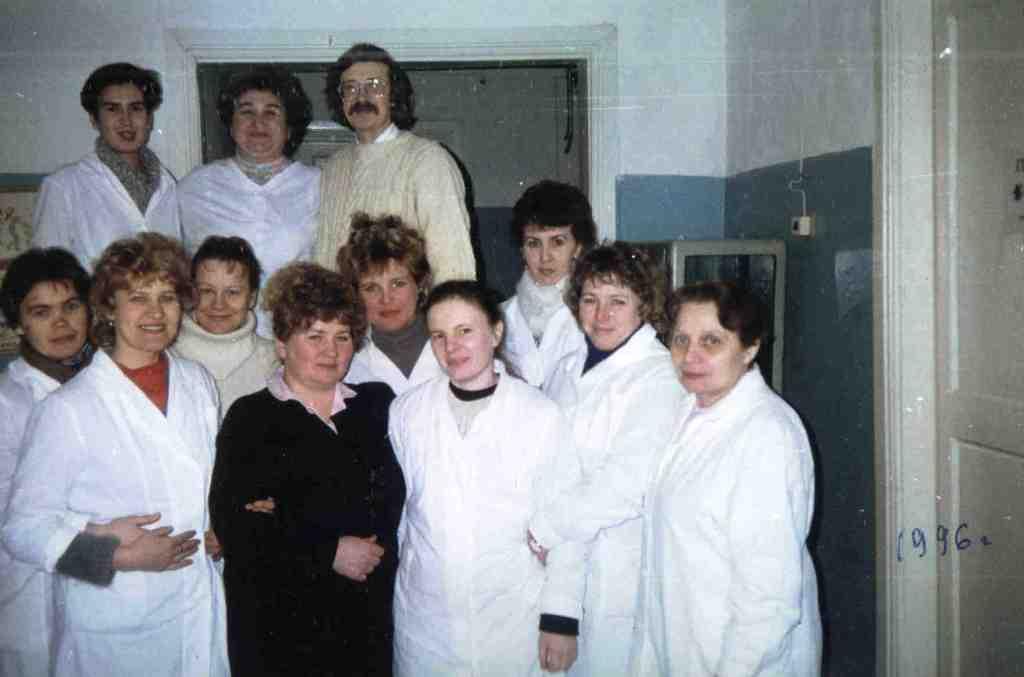 1996 год. В фойе детских врачей.