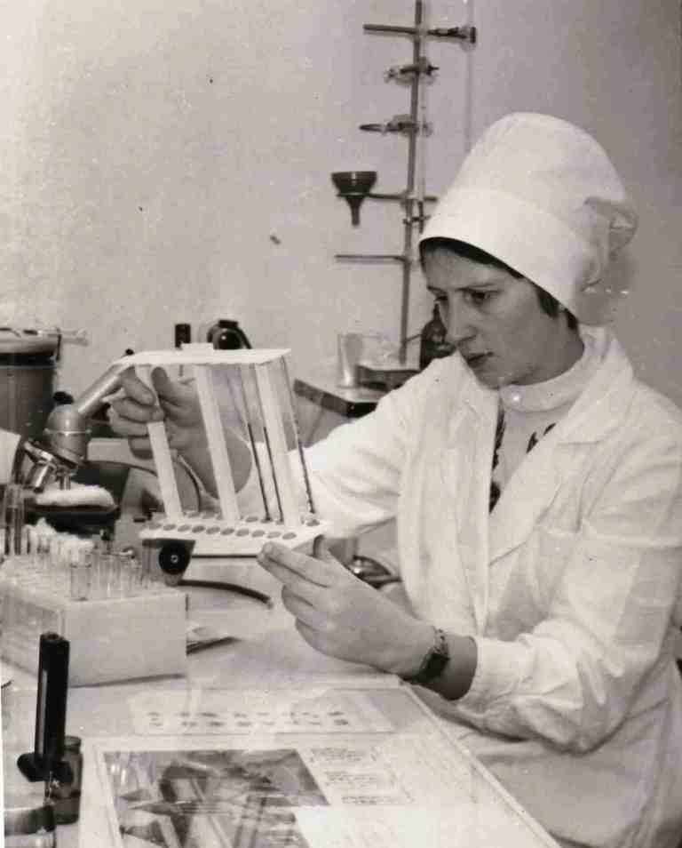 Попова Валентина Ивановна, лаборант.