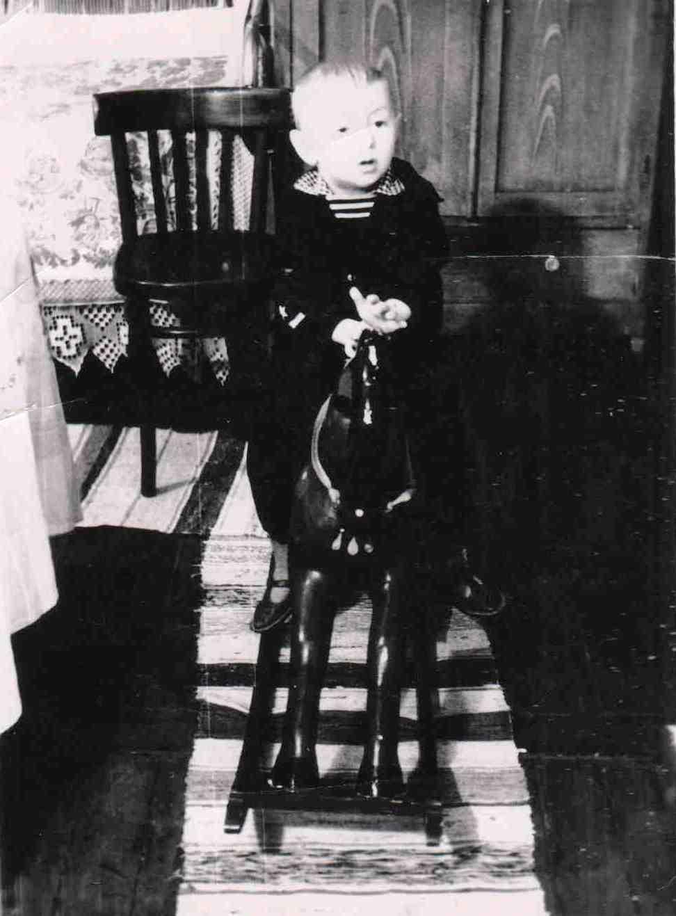 1965. п. Вандыш. На коне.