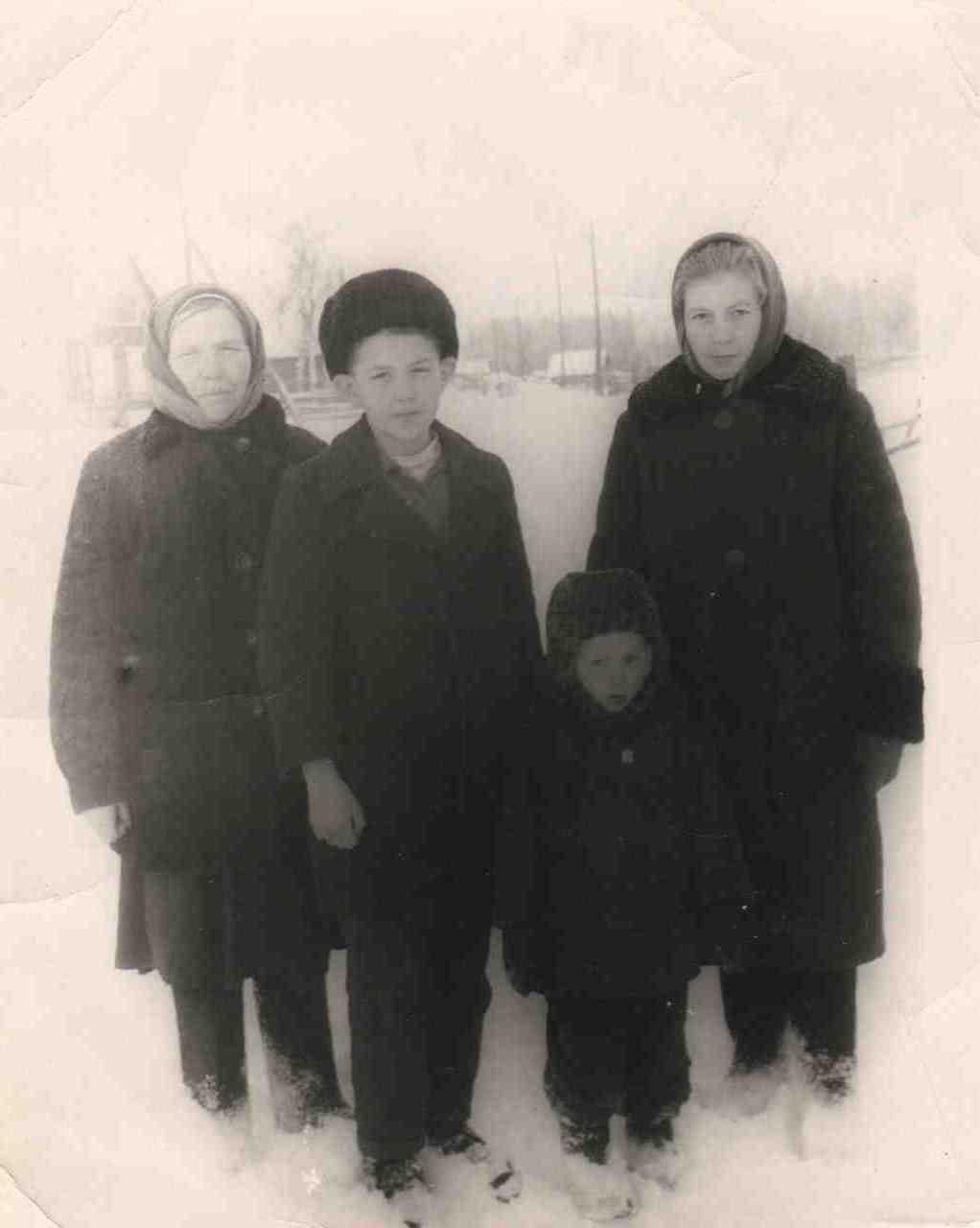1968, 28 ноября, п. Новая Ёль. Кравец С.Т. (слева), Кравец Р.Н. (справа).