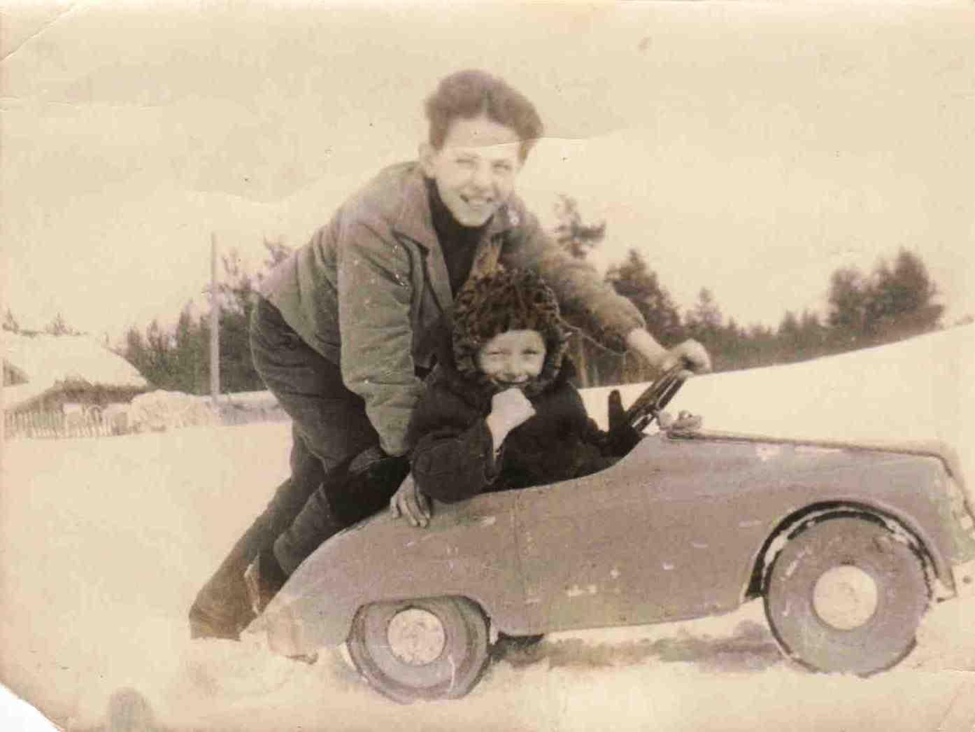 1970. п. Вандыш. За рулем машины.