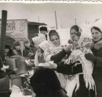 1973, март. Проводы зимы.  Русский чай. Тропникова Антонина, Пантюхина Томара.