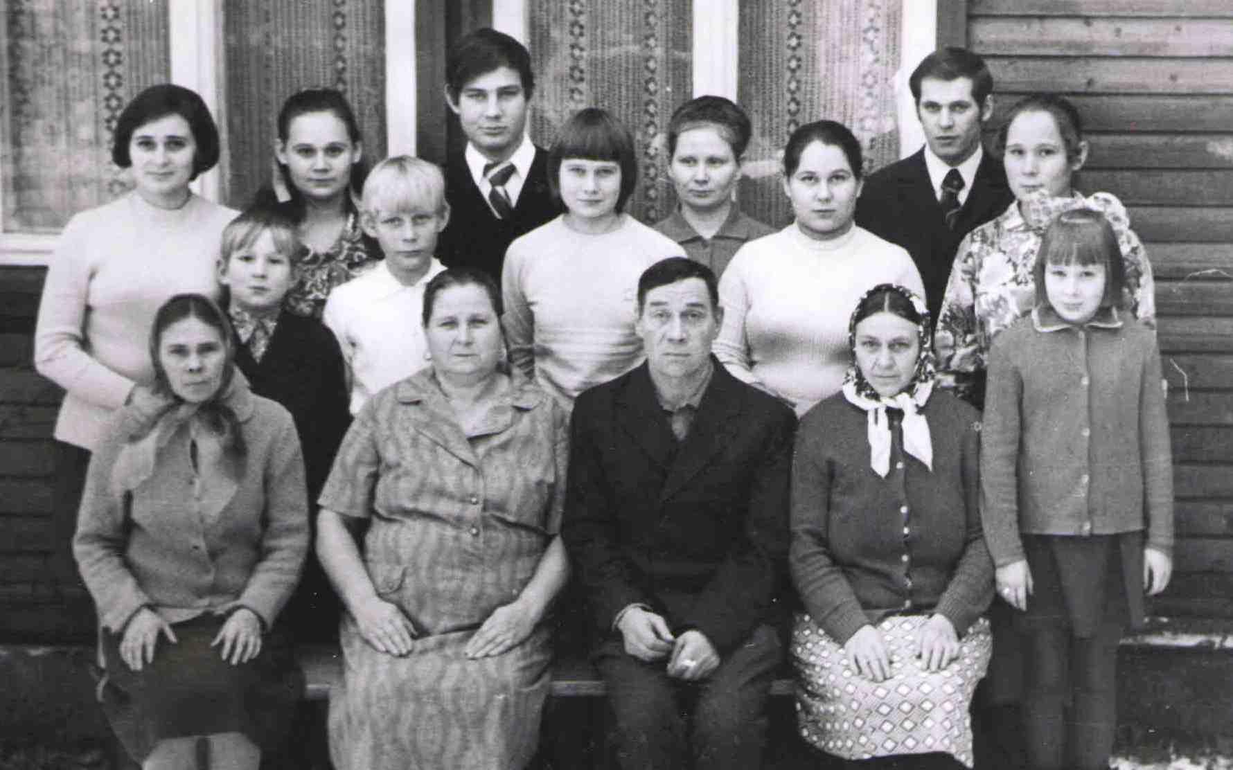 1974, ул. Седунова-11, проводы Андрея в армию