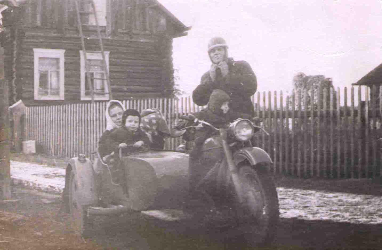 1975, Федоровы, дом Лосевых в Паламыше
