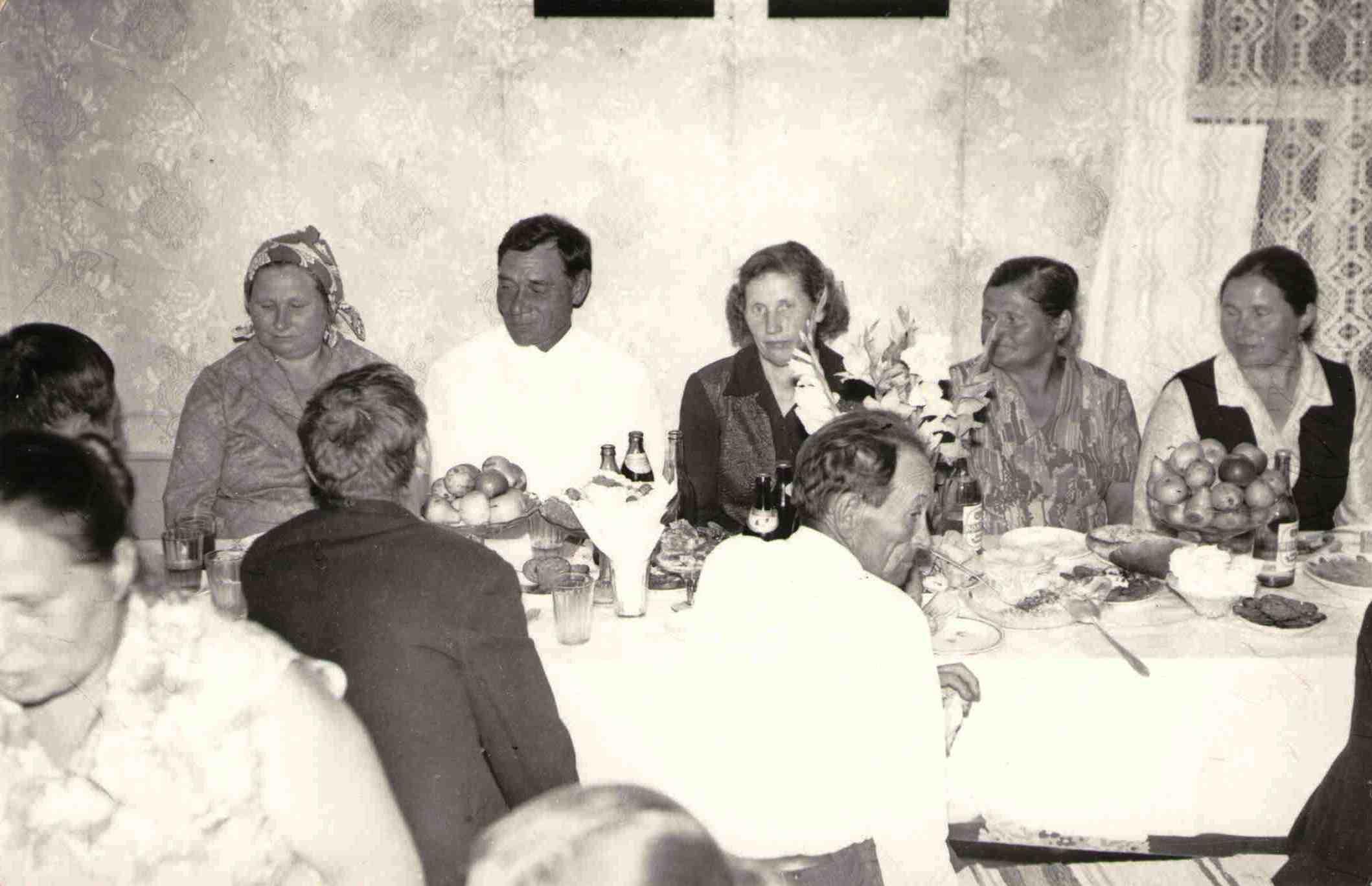 1975, на празднике