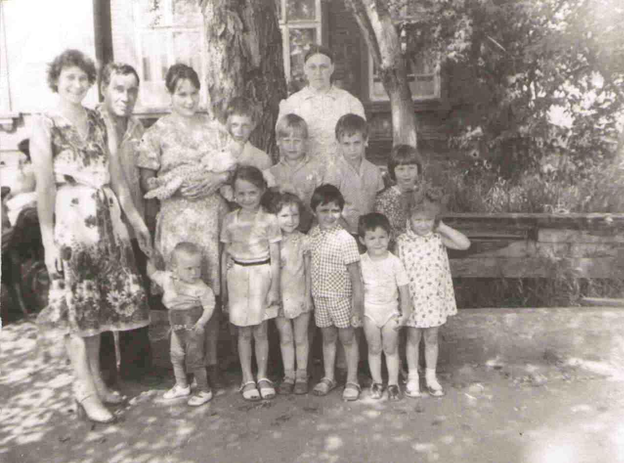 1983, на жд вокзале ст. Урдома, проводы, внуки