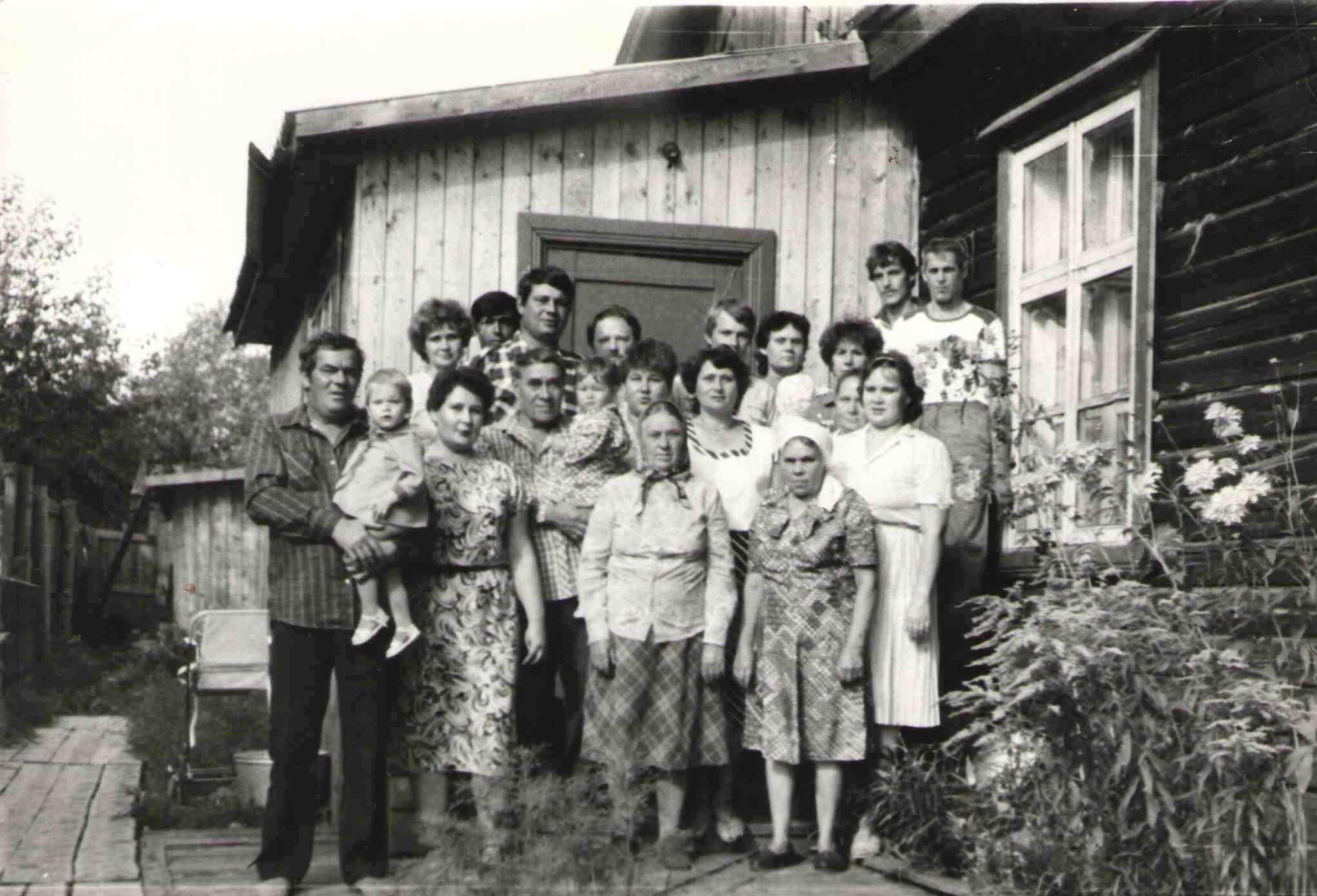 1989, ул. Железнодорожная-17, в гостях у Марины