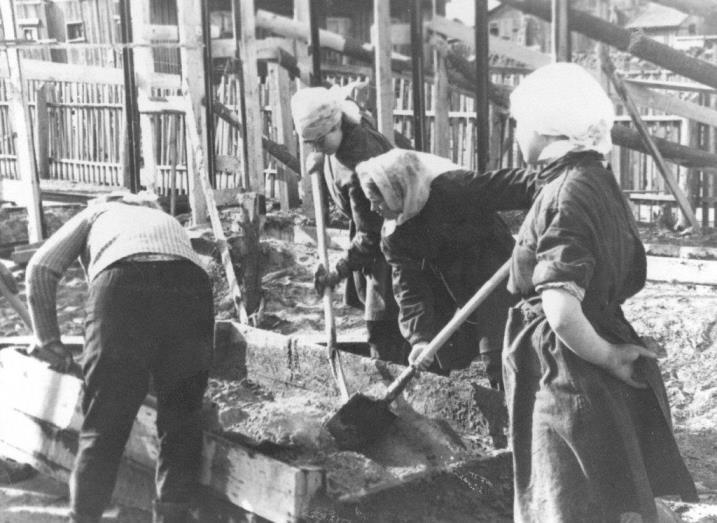 2) 1965-68. УСШ. Строительство школьных мастерских, столовой, клуба.