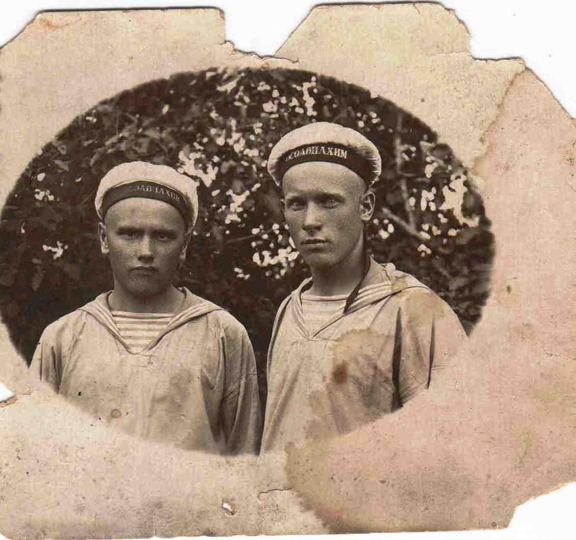 2.  Бровин ИИ справа, ОСОАВИАХИМ, г. Архангельск