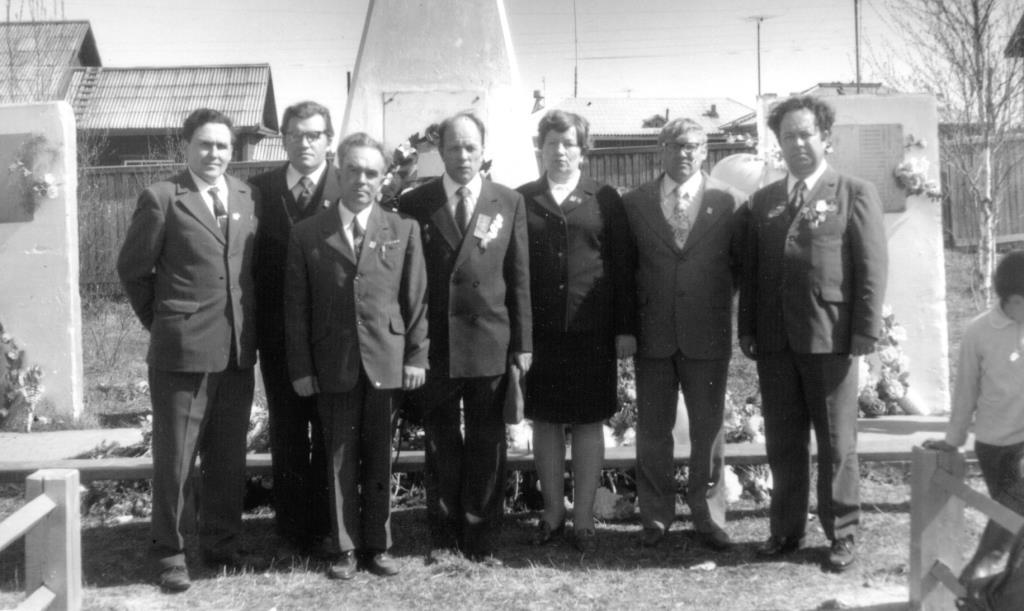21. 9 мая 1975-85 у Обелиска Победы
