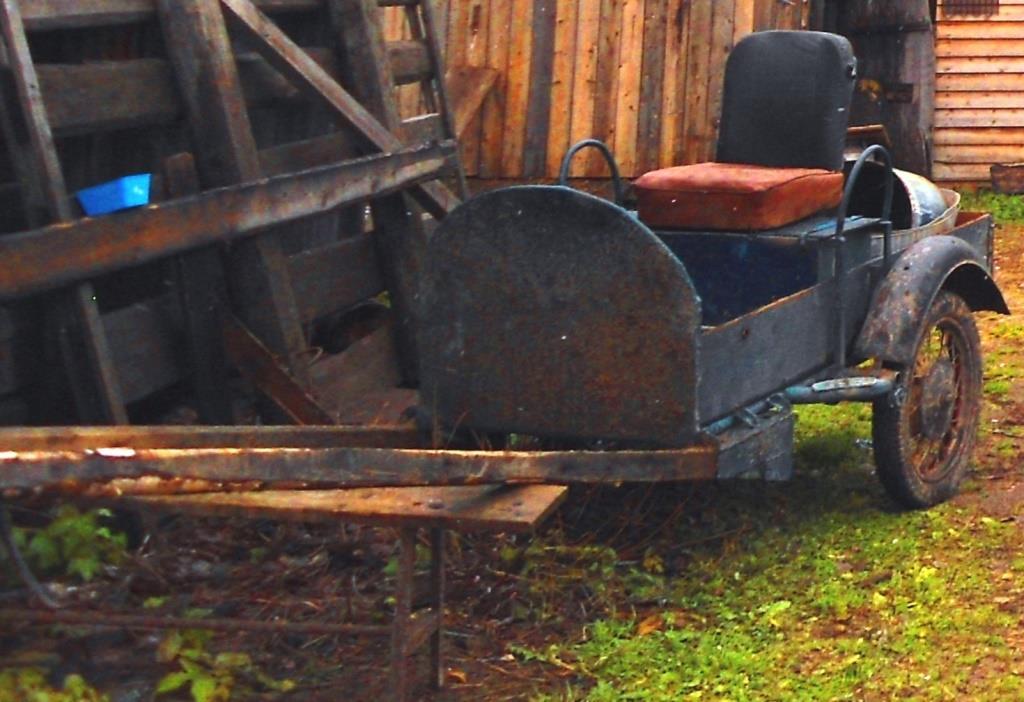 21.10.2015. Конная телега, изготовленная из коляски от мотоцикла. ул. Железнодорожная, д. 47 (13)