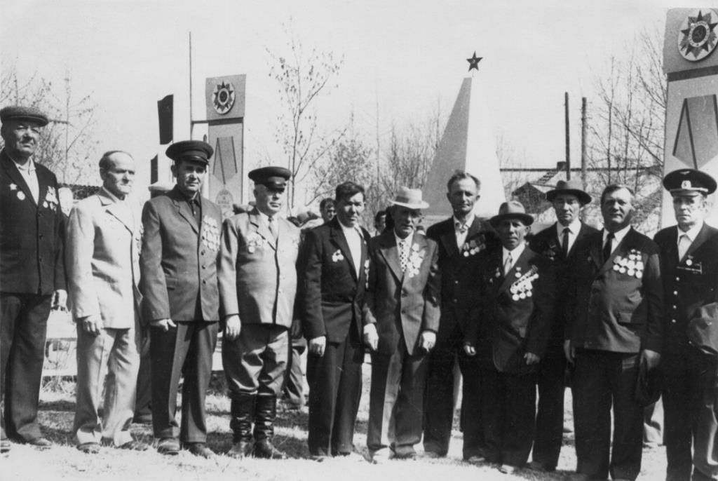 22. 9 мая 1980 ветераны у Обелиска Победы