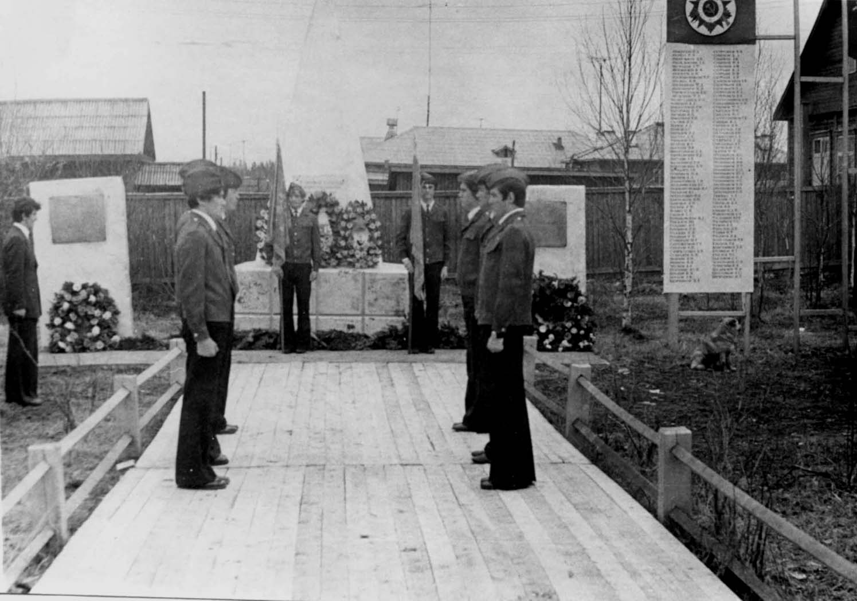 24. 9 мая 1980-85 почетный караул у Обелиска Победы