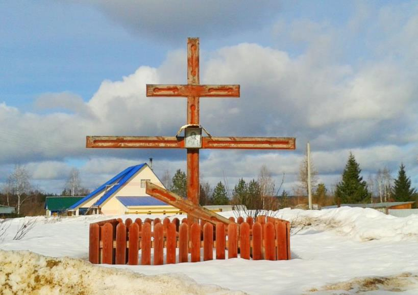 24.03.2017, р.Вычегда. Памятный крест при въезде в дачный поселок Паламыш.