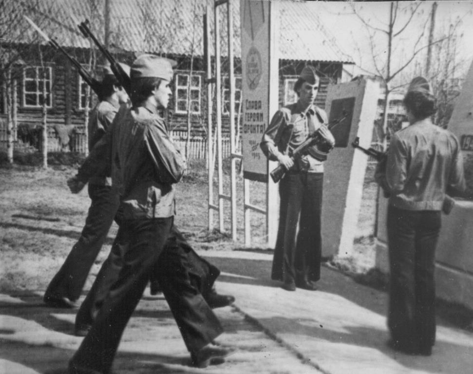 25. 9 мая 1980-85 почетный караул у Обелиска Победы