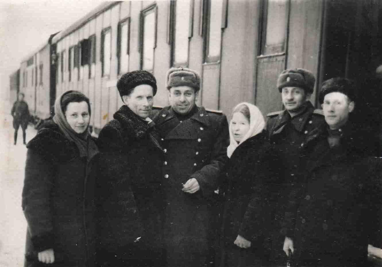Пассажирский вагон на перроне ж/д станции Урдома. 1950-60-е.