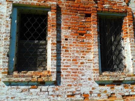 29.05.13, решетки на окнах, Церковь Воскресения Христова, д. Урдома
