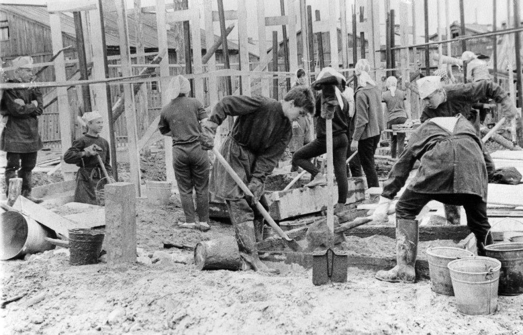 3) 1965-68. УСШ. Строительство школьных мастерских, столовой, клуба.