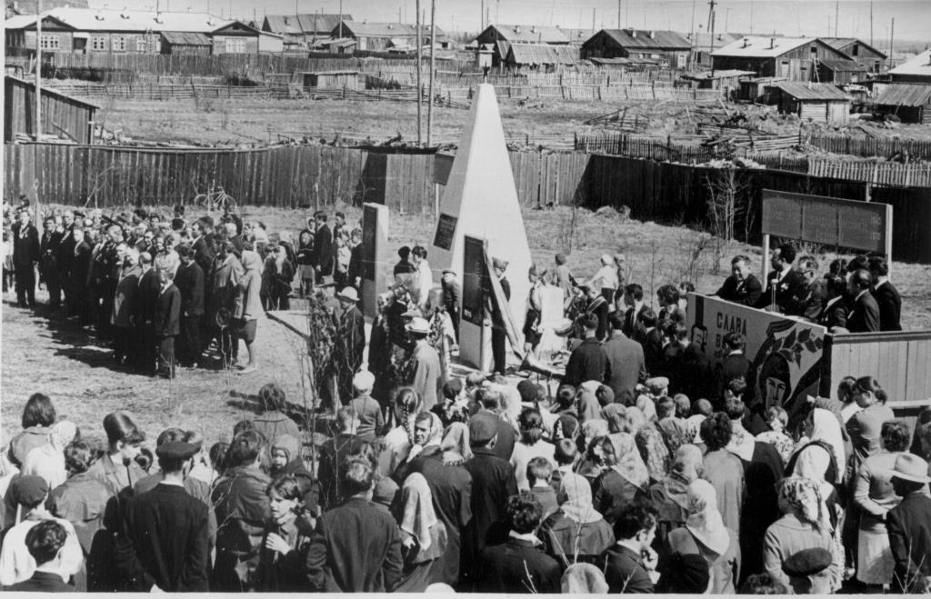 3. 09 мая после 1965 г. митинг у Обелиска Победы