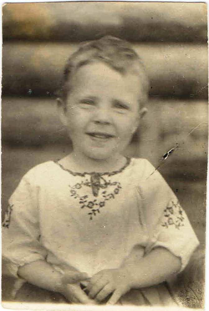 30.05.1943, п.Нянда. Богомолова Юля. Семейный архив Геец (Богомолова) Ю.А., п.Урдома.