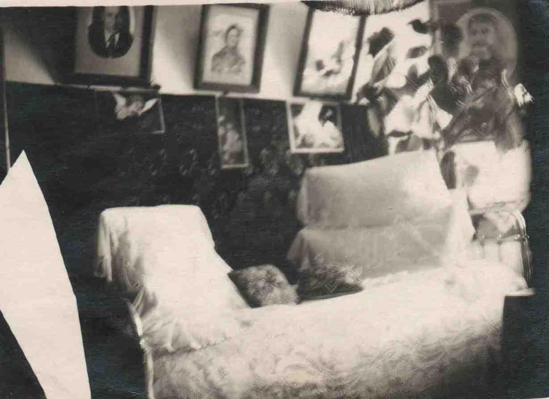 32. Убранство дома. Вуглу портрет Сталина. Ст. Урдома