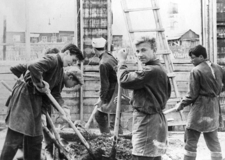 4) 1965-68. УСШ. Строительство школьных мастерских, столовой, клуба.