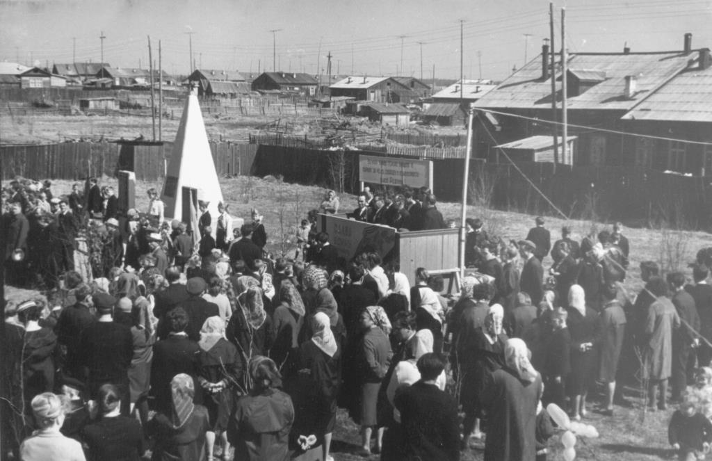 4. 09 мая после 1965 г. митинг у Обелиска Победы
