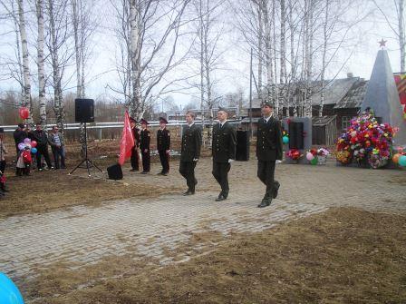 9 мая 2014. Почетный караул УСШ у Обелиска.