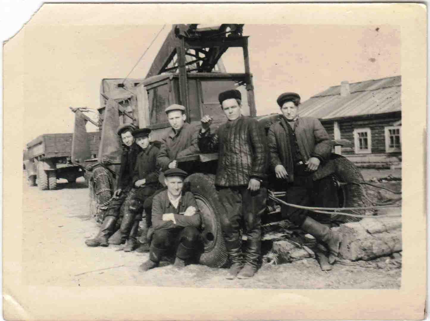 Автомобили ЗИС на погрузке и вывозке леса, п.Вандыш, 1950-е (4)