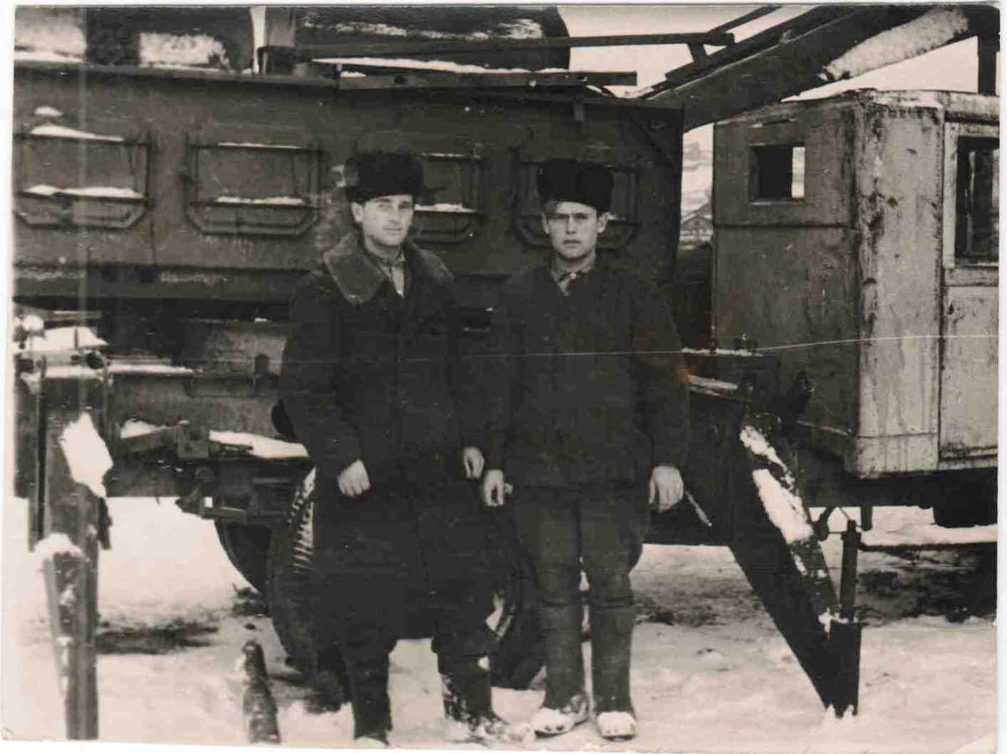 Автомобили ЗИС на погрузке и вывозке леса, п.Вандыш, 1950-е (6)