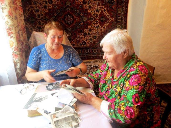 Галина Яковлевна Пинегина (справа) с Любовью Чукичивой. Маяк от 30.09.2016.