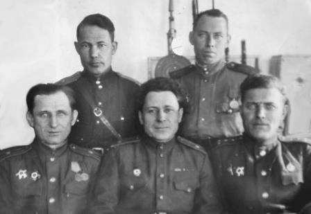 Калинин Александр Петрович сидит слева, ВОВ