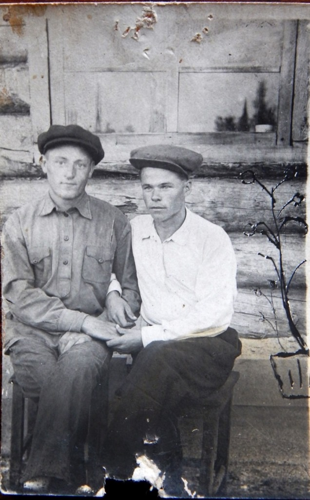 На Вандышской базе. 1937 год. Петр Абражевич слева.