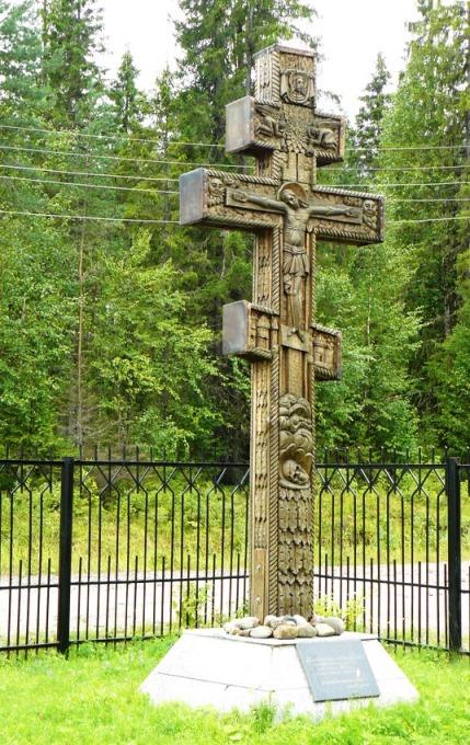 Памятный знак в честь первых поселенцев этих краев. О.Угрюмов.