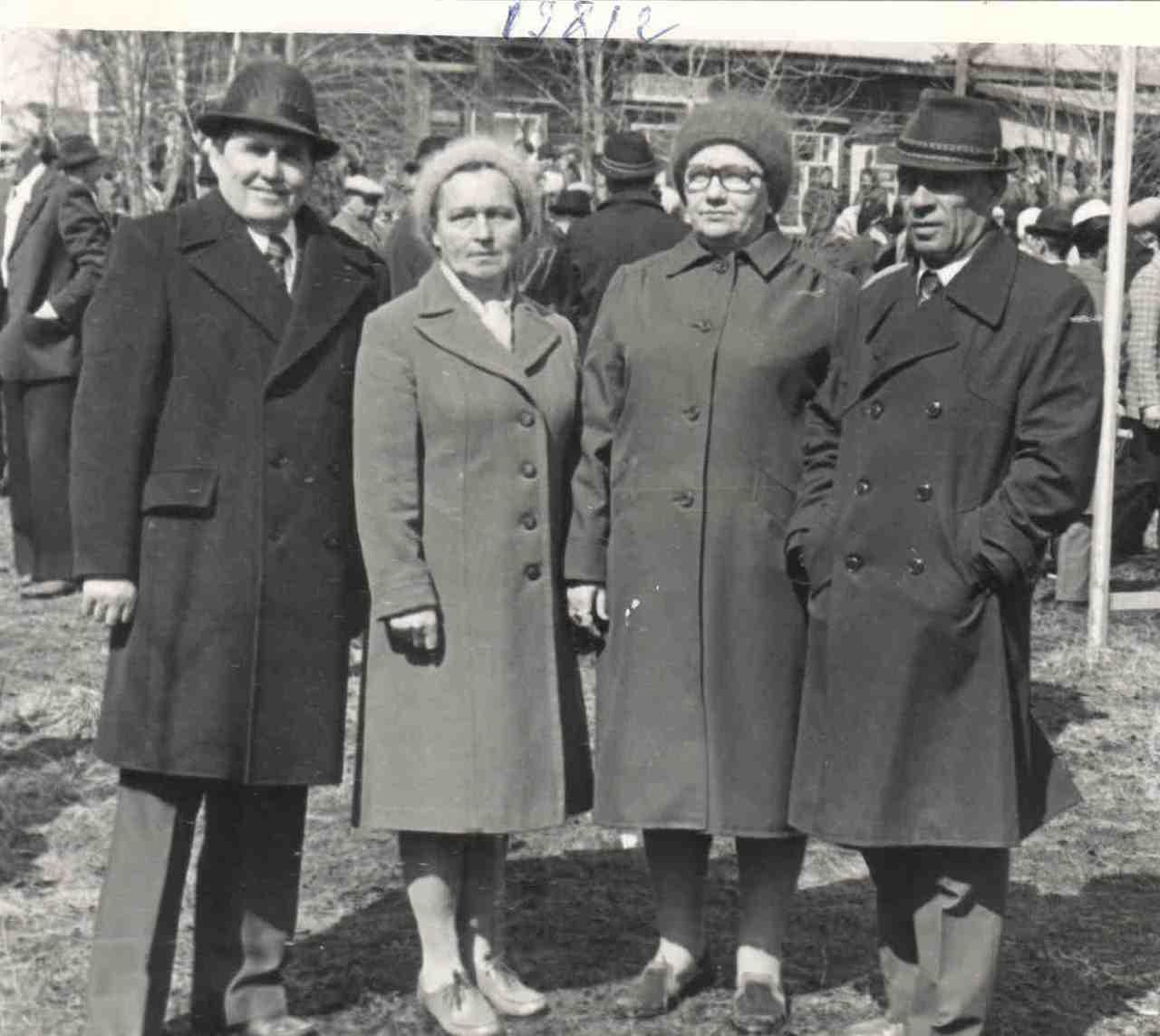 13. Пасынков Н.И. с супругой, и Свириденко Зинаида Александровна с супругом.