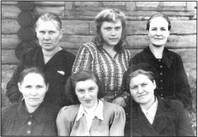 Работники Няндской больницы. Октябрь 1950 года.