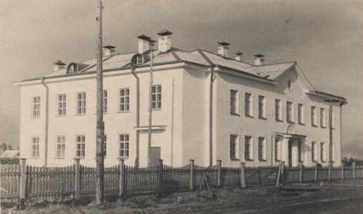 Семилетняя школа № 46 ст. Урдома.  1957 год. Печное отопление.