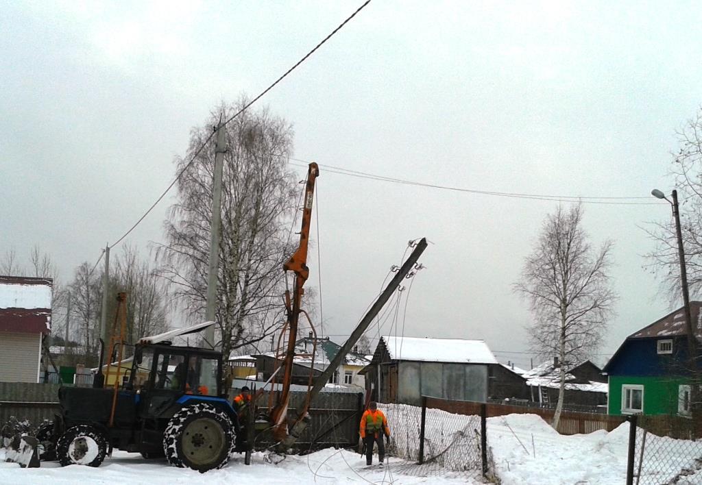 03.12.2015. Строительство воздушной ЛЭП. Урдома, ж/д станция, ул. Задорожная.