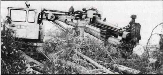 1980-е. Сучкорезная машина ЛП-30Б Верхне-Лупьинского леспромхоза.