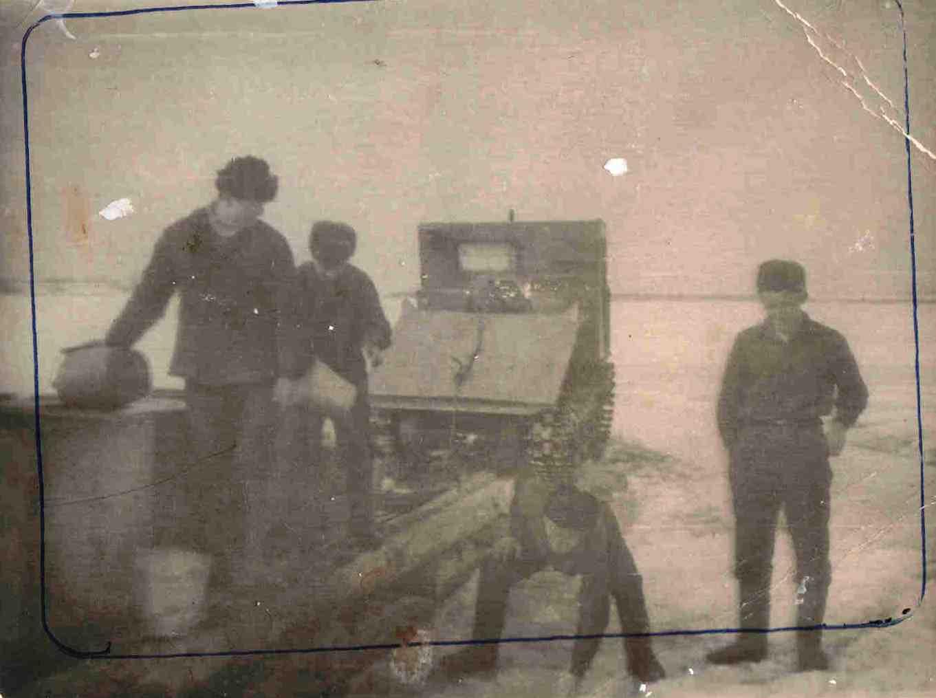 ТДТ-40, с деревянной волокушей на р. Вычегда.